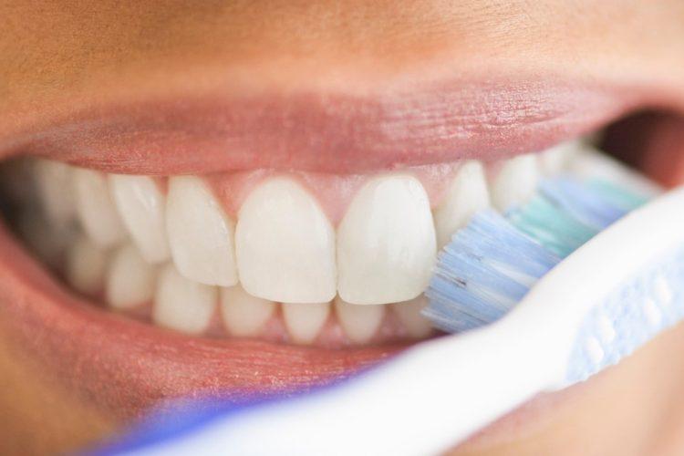 placa bacteriana escovação dental